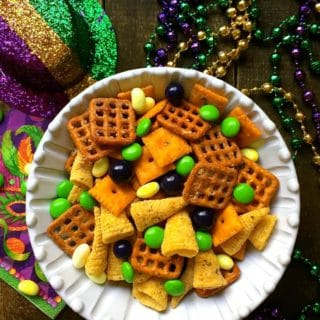Easy Mardi Gras Snack Mix-5