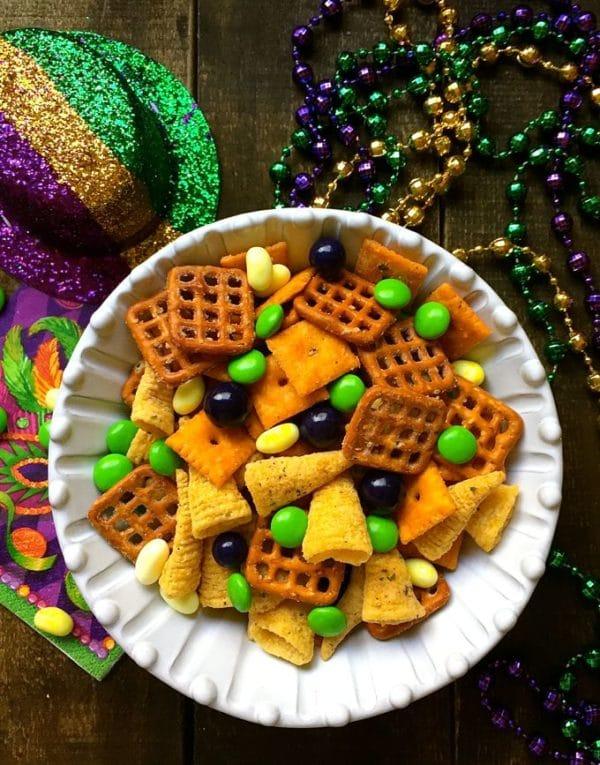 Easy Mardi Gras Snack Mix-5