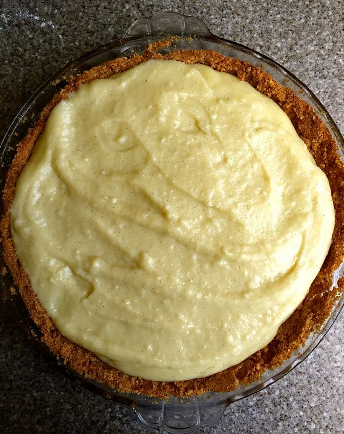 Vanilla custard on top of the bananas and pie crust.