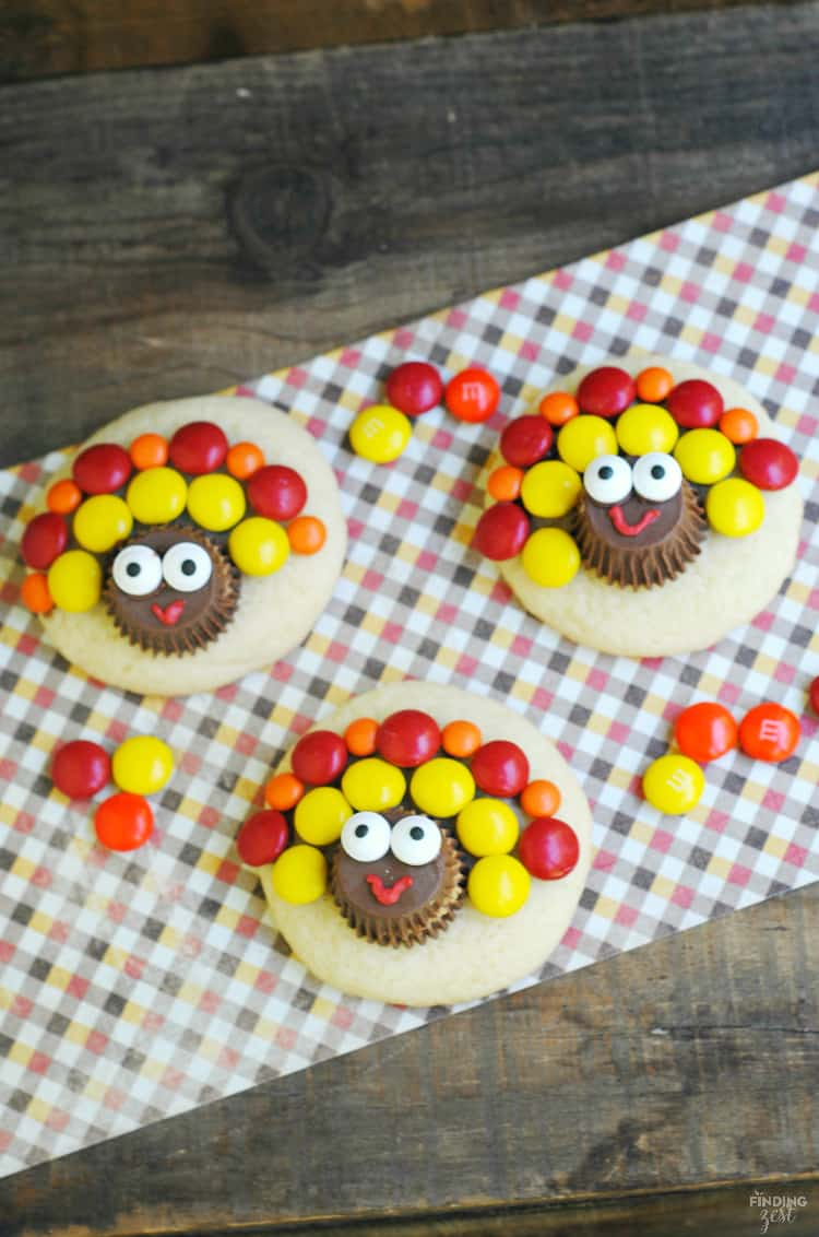Adorable sugar cookies decorated like a turkey for Thanksgiving.