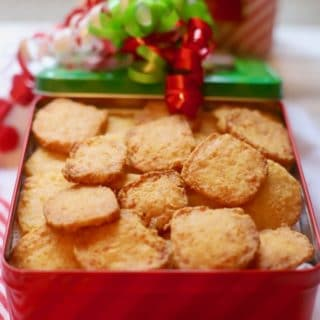 Crispy Cheesy Southern Cheese Crackers